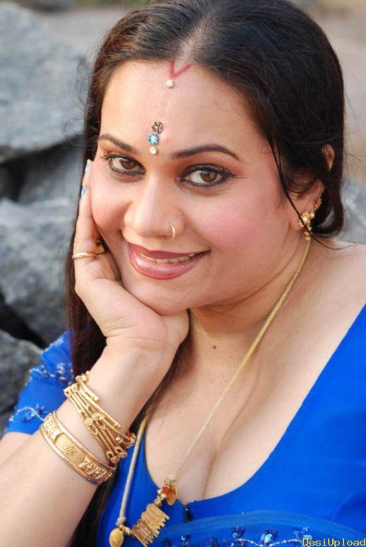 Malayalam actress manka mahesh with her lover mms scandal - 2 5
