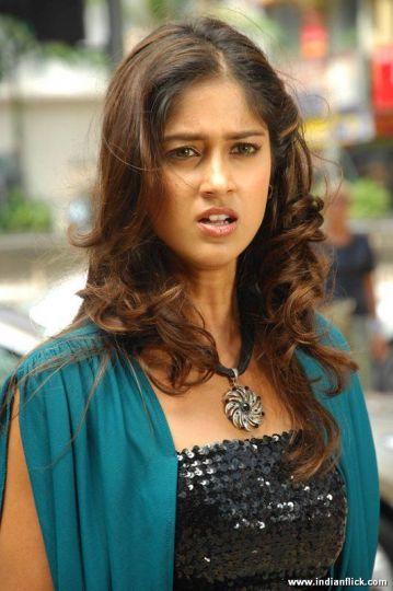 Confused look of Ileana Telugu Actress