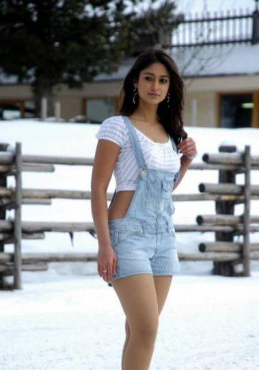 Cold but Ileana shows her thighs