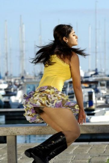 Ohh...Ileana shows her valubles...OMG