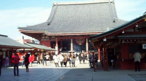 Kannon-do, the central temple in the Senso-ji complex.