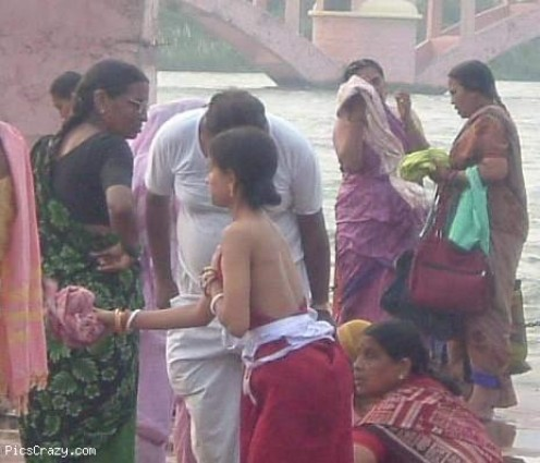 Bathing Beauties From The Ghats Aunties And Desi Girls