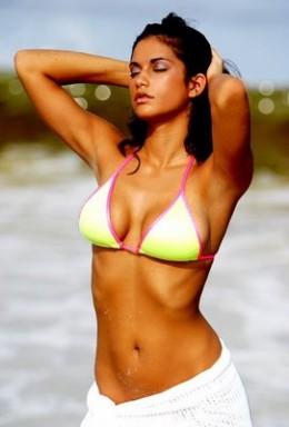 Sexy Sri Lankan Girl in 2 piece Bikini