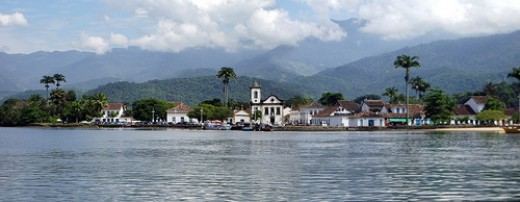 Paraty Panoramic - Courtesy: flickr.com/photos/gazzola/2356874158/