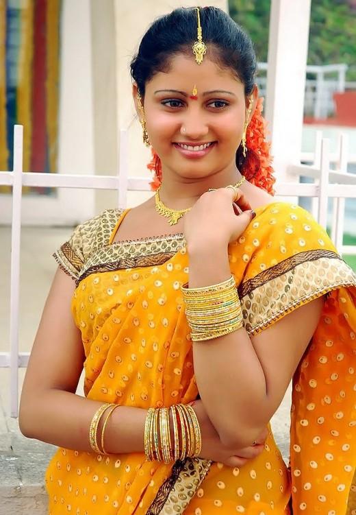 Amrutha Valli look sensuous in saree unseen pics