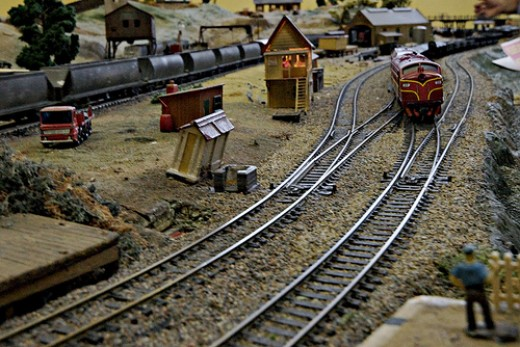 Learn How to Build Toy Train Tracks and Site View