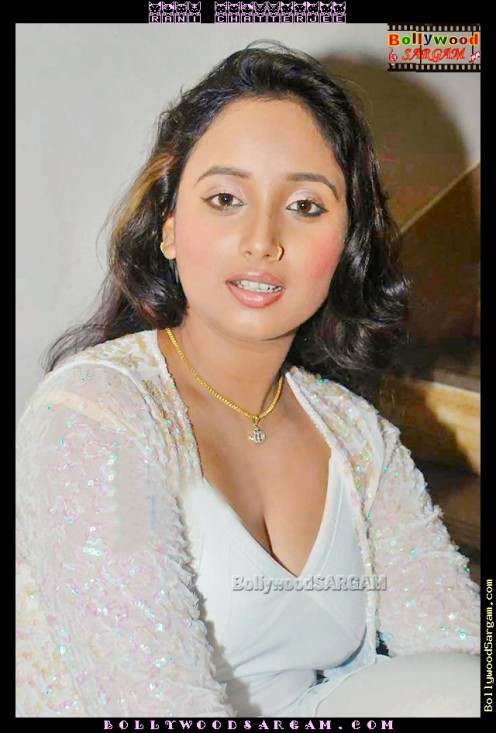 Hot and Sexy Bhojpuri Aunty Rani Chatterjee Image 6