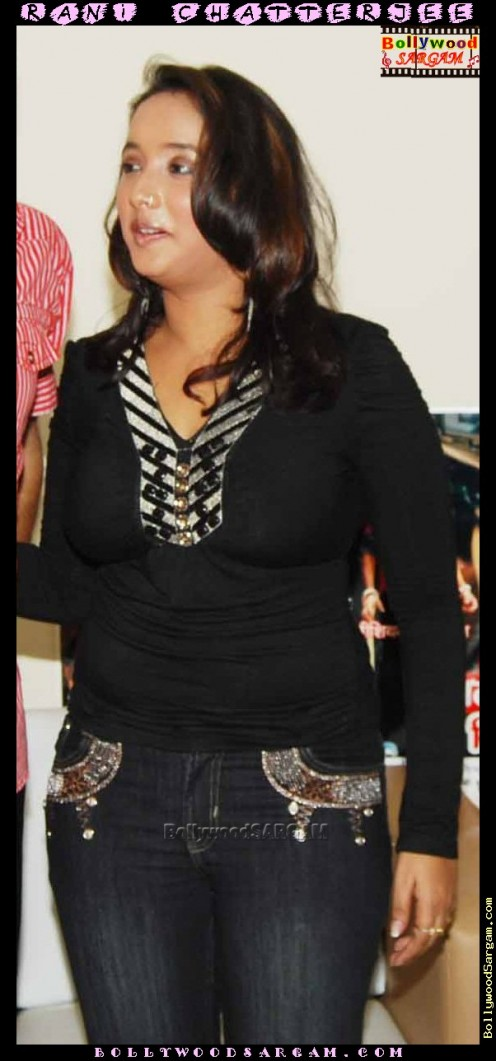 Hot and Sexy Bhojpuri Aunty Rani Chatterjee Image 8