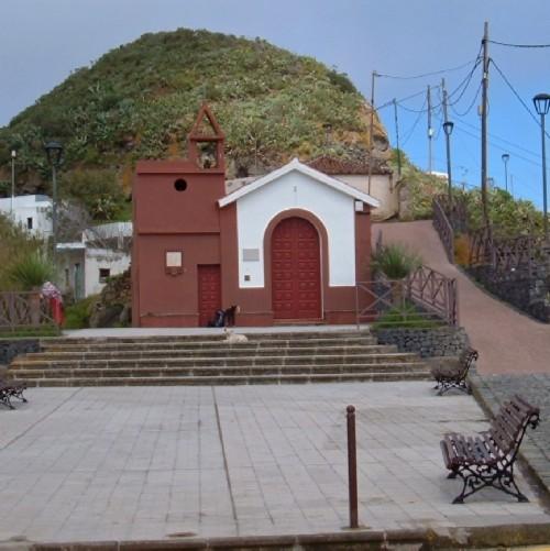 Taborno village church and square