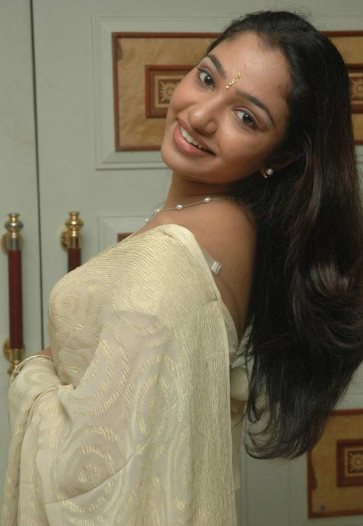 actress maya uni in saree photos