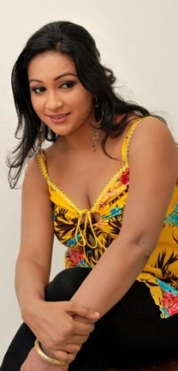 Sri Lankan Girl Nadeesha Alahapperuma