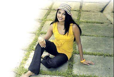 Sri Lankan Actress - Himali Sayurangi