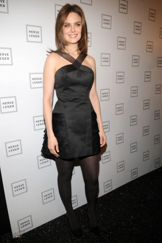 Pantyhose celebrities: Emily Deschanel pantyhose