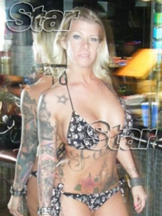 Tattooed stripper Melissa Smith