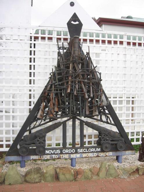 Novus Ordo Secorum by Pro Hart. Broken Hill, NSW.
