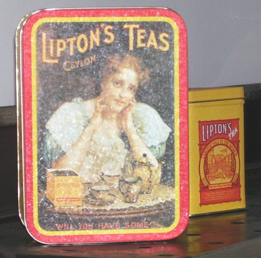 Vintage Lipton Tea tins in the F.D.R. cottage.