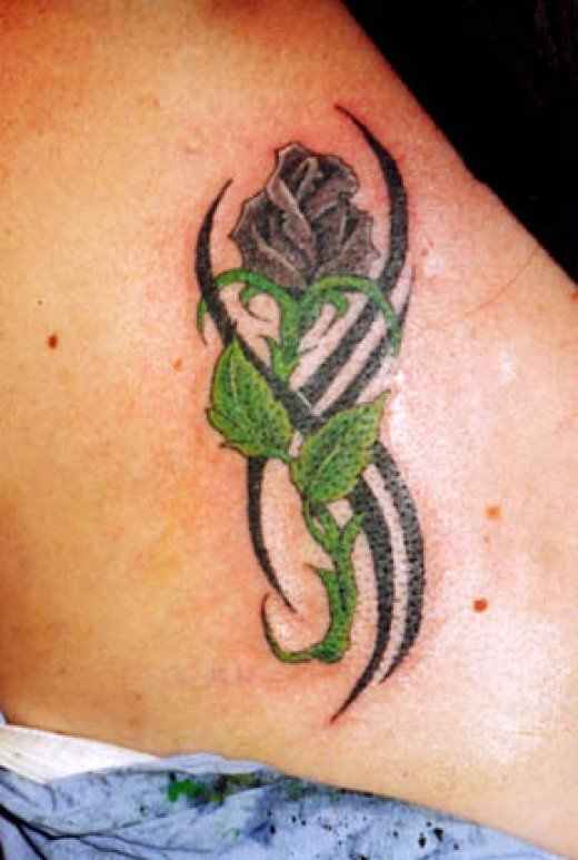 Deff am lovin this lil black rose tattoo, I wonder shud I get one on my wrist, be really cool, doncha think?
