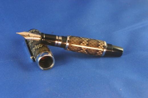 Snake Skin Pen (hi-res)