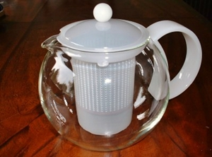 An infuser teapot with removable infuser, avoids the tea becoming 'stewed'
