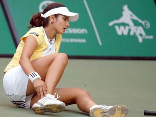 Sania mirza hot pics during playing tennis