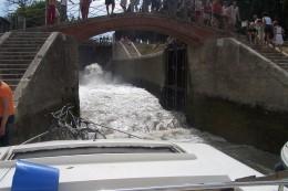 Water comes into the Midi like a tsunami!