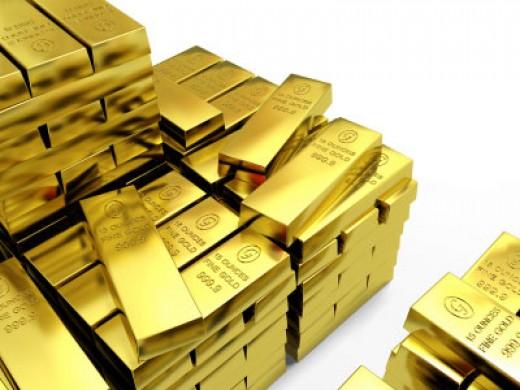 Золото держится поблизости от рекордных максимумов