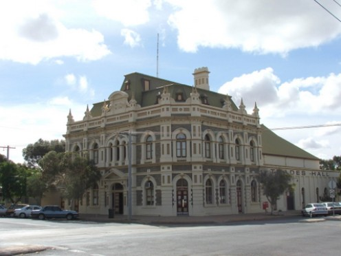 Another town built on mining: Trades Hall, Broken Hill, NSW, Australia Photo:Lissie