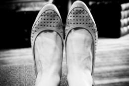 http://media.photobucket.com/image/flat%20shoes/trinathreenil/internet/cafe4.jpg?o=1
