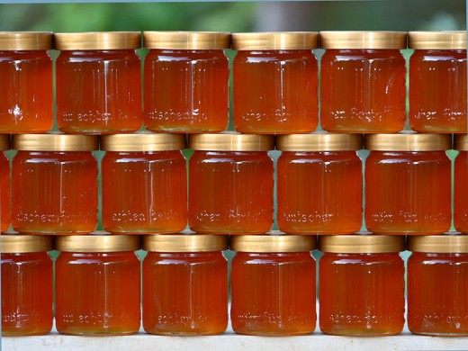 Jars of honey by Waugsberg on wikimedia commons