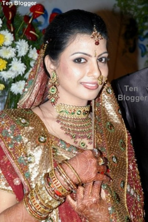 Beautiful Indian Bride - Gold Jewelry Photos