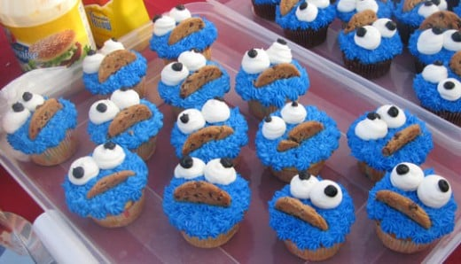 sesame street cupcakes. with a Sesame Street