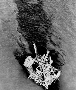 Aerial view of Santa Barbara's oil spill