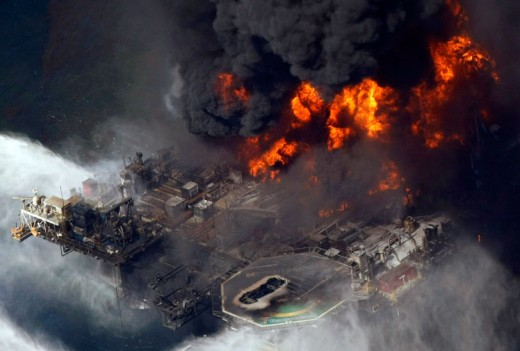 Oil rig inferno at the Gulf Coast/Photo by: Gerald Herbert, AP
