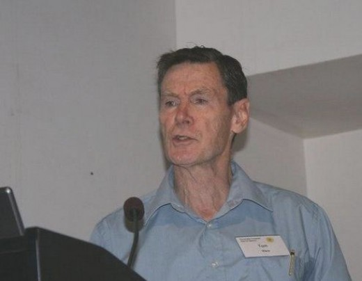 Tom reading his prize-winning short story 'The Longest Day' to an ACSCAA audience in Sydney in 2008