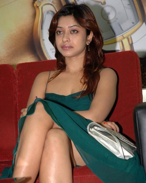 indian masala actress Harika Thunder s*xy leg show