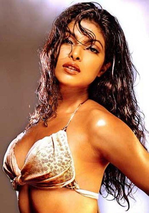 Priyanka Chopra Cleavage Pics