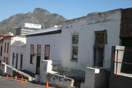 Lion's Head looms over houses in Die Bo Kaap. Photo Tony McGregor