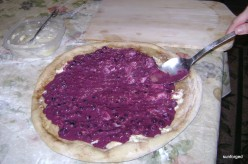 Dessert Pizza - Applying Fruit Preparation