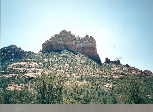 The surrounding red sandstone rock formations that make Sedona so ravishing.