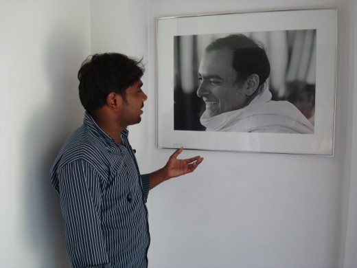 Mr Arumugam speaks to Shri Rajiv Gandhi