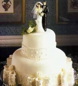 Wedding Cake Ideas: Stacked wedding cake with bows
