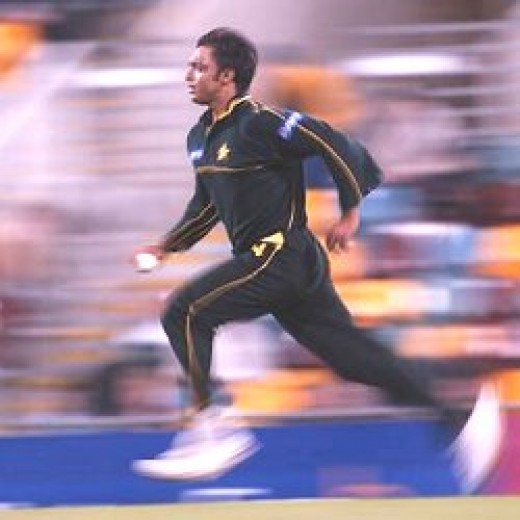 Shaoib Akhtar (Pakistan), one of the fastest bowlers ever, in full flight - topnews.