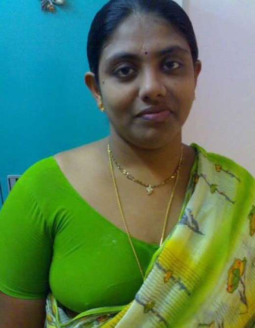 green blouse wearing palluless saree