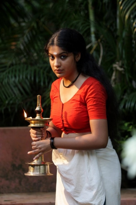 malayalam actress archana kavi of neelathamara wearing mundu red blouse