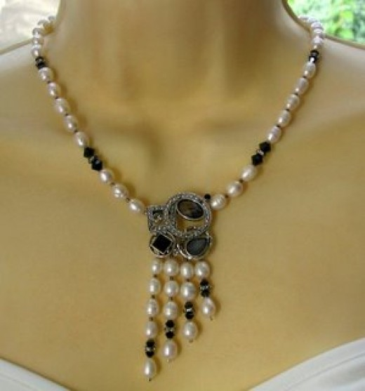 Art Deco style pearl necklace