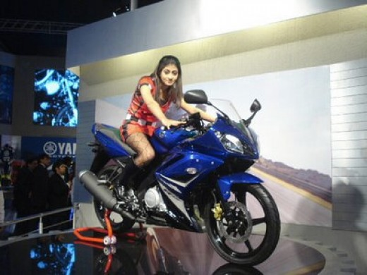 YAMAHA LAUNCHED INDIA'S FIRST SPORTS BIKE-YAMAHA YZF R-15
