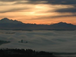 This Vancouver winter fog of early 2009 created a spectacular sunrise. Other than a fog, there was no storm.