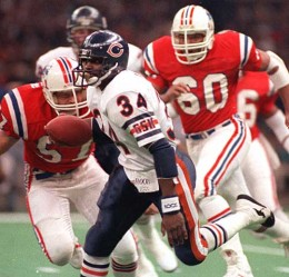 The Patriots chase Payton in Super Bowl XX. Payton and the Bears demolished the New England Patriots 46-10 in Super Bowl XX.  (AP PHOTO)