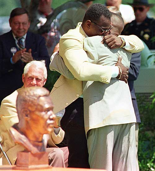 Walter Payton and son Jarrett hug at Walter's induction to the Pro Football Hall of Fame on July 31, 1993. (AP PHOTO)