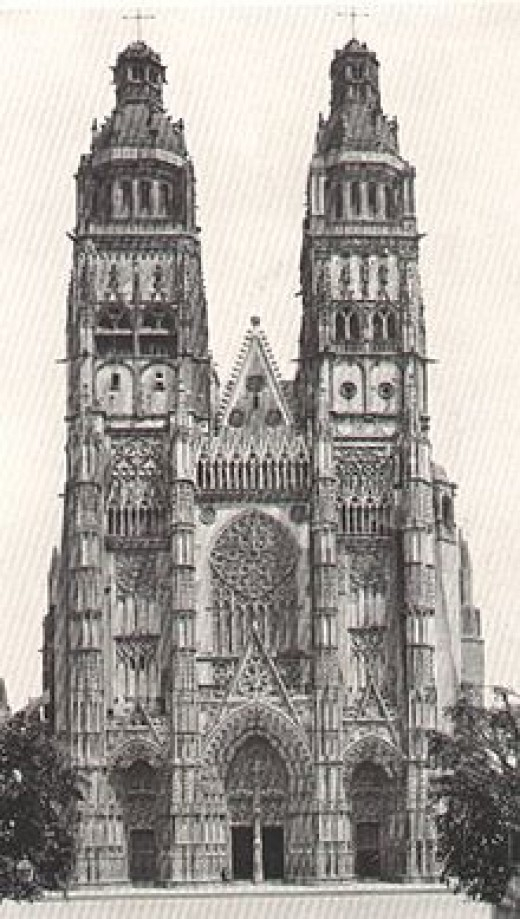 Tours Cathedral: 15th century Flamboyant Gothic west front with Renaissance pinnacles, completed 1547.